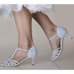 Sapatos prateados para noivas