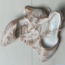 Sapatos dourados convidadas