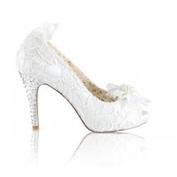 Sapato renda e salto alto noivas