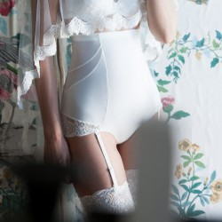 Cueca alta redutora de barriga para noivas